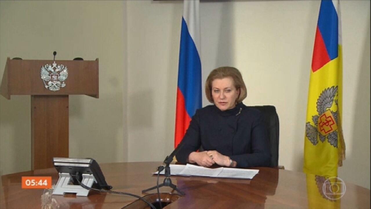 Rússia reporta casos de transmissão de nova cepa do vírus da gripe aviária em humanos