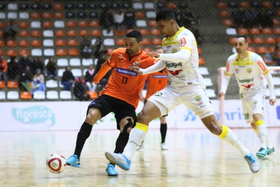Valdin teve boa atuação, mas não conseguiu evitar a derrota — Foto: Ulisses Castro/ACBF