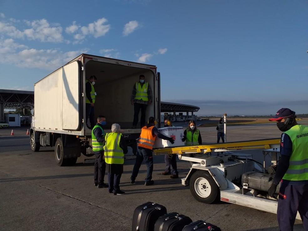 20ª remessa de vacinas Coronavac chegam em Minas, nesta sexta-feira (14). — Foto: BH Airport