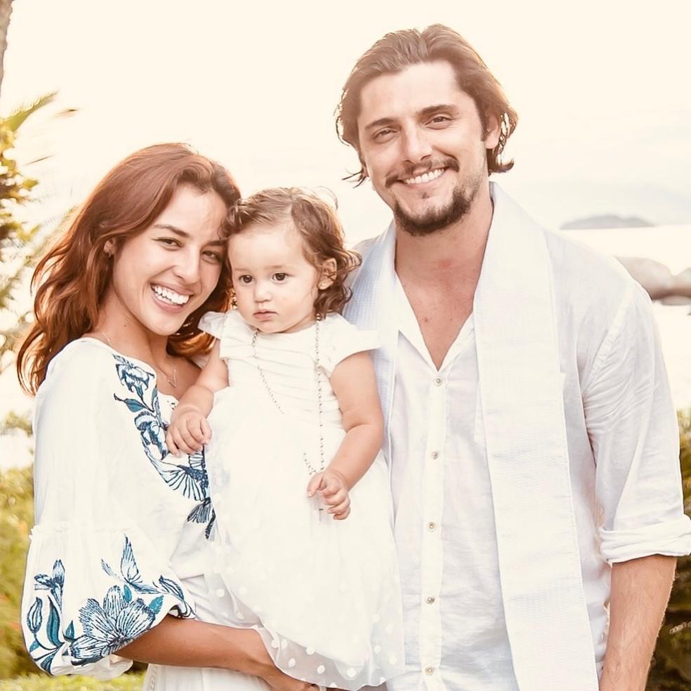 Yanna Lavigne, Bruno Gissoni e a pequena Madalena — Foto: Reprodução / Redes Sociais