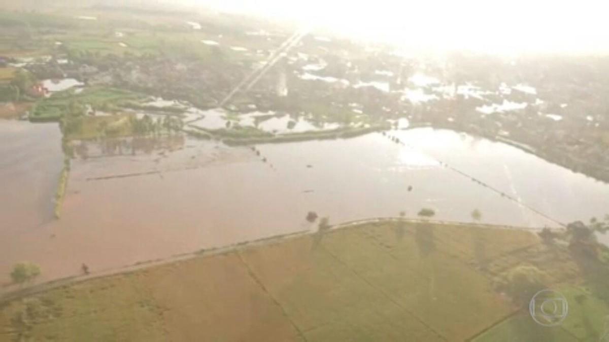 Enchentes e deslizamentos matam mais de 160 na Índia e no Nepal