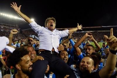 Gabriel Jesus volta e City conquista Copa da Liga Inglesa sobre Arsenal