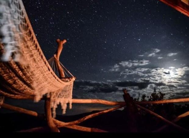 O céu noturno oferece estrelas a perder de vista, já que está afastado de grandes centros iluminados (Foto: Toca do Guará/Reprodução)