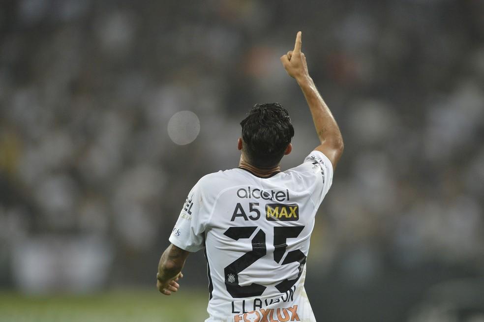 Clayson saiu do banco e  fez dois gols contra o Coritiba (Foto: Mauro Horita)