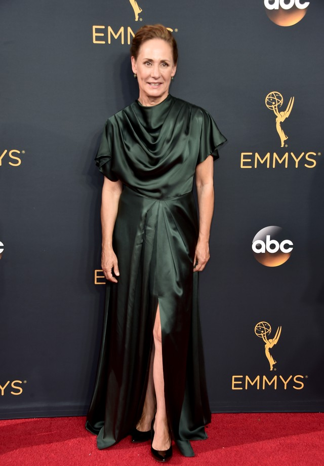 Laurie Metcalf de Christian Siriano no Emmy 2016 (Foto: Getty Images)