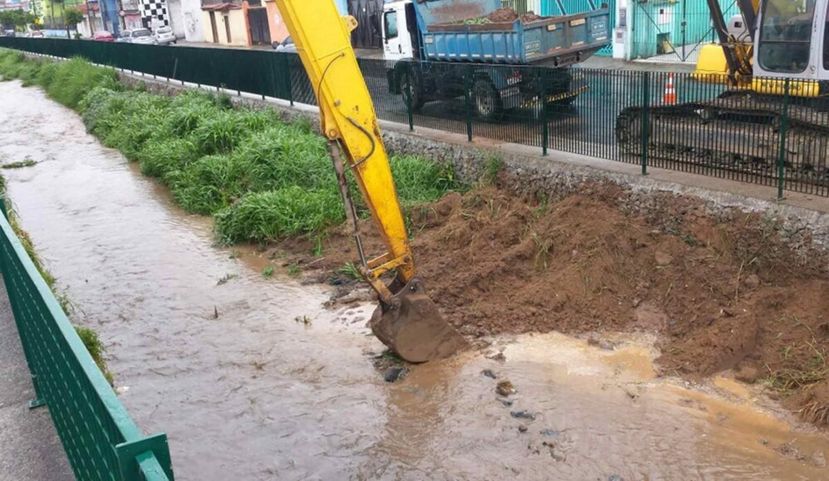 Córrego do Gregório começa a receber trabalhos de limpeza