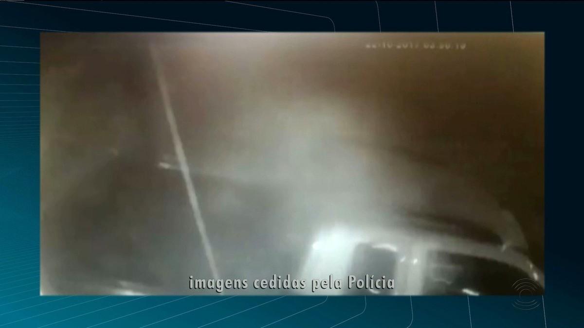 Vídeo mostra invasão de loja de perfumes com carro na Paraíba