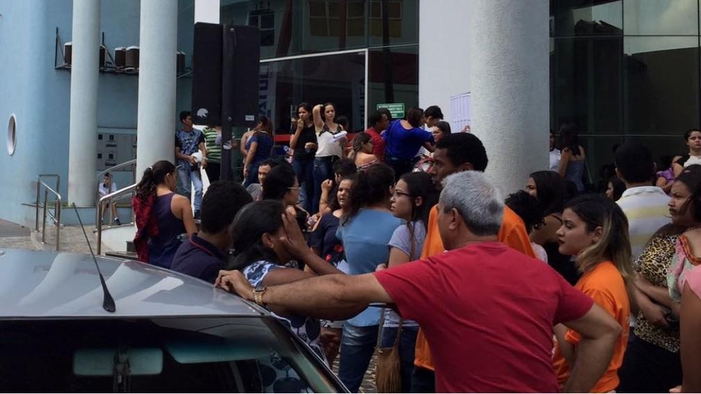 Muita gente se adiantou com medo de perder a prova em Araguaína (Foto: Lorena Aguiar/TV Anhanguera)