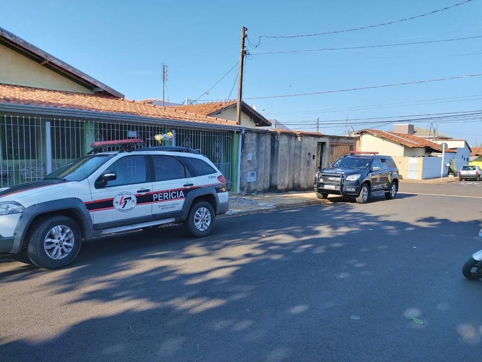 Mandado de busca e apreensão foi cumprido pela Polícia Civil em Botucatu  — Foto: Polícia Civil / Divulgação