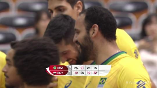 Brasil usa o pé, acaba com invencibilidade do Egito e se isola na liderança da Copa do Mundo