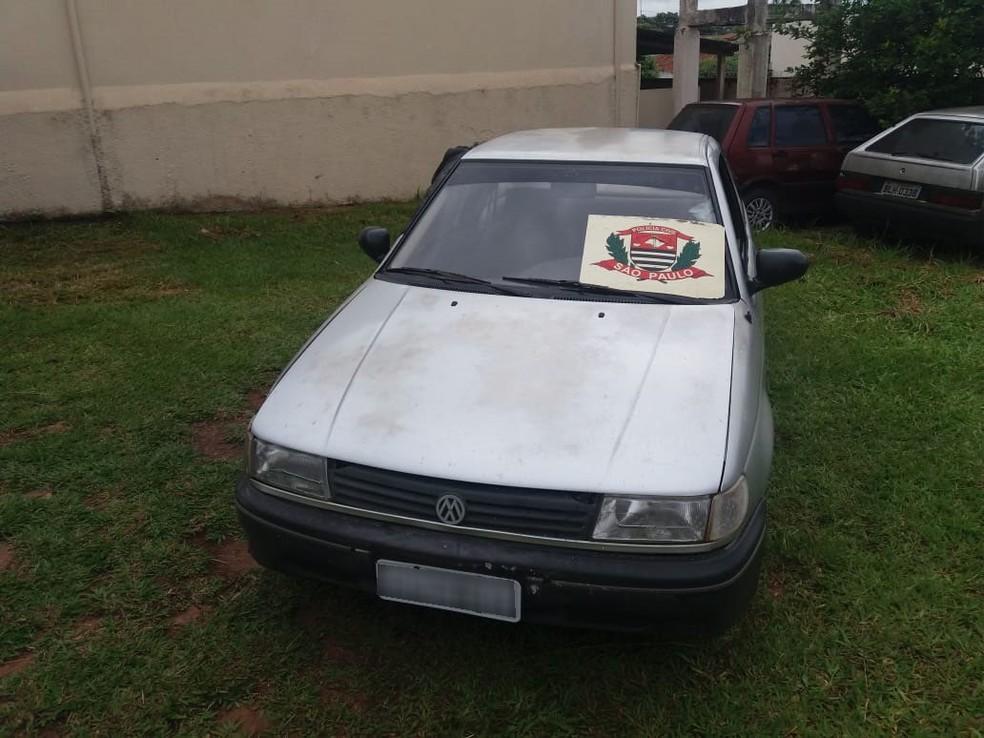 Veículo que havia sido roubado foi recuperado e devolvido à vítima — Foto: Polícia Civil