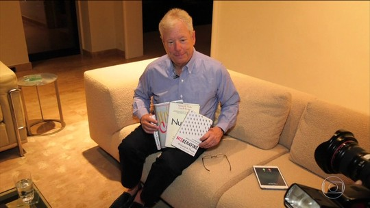 Vencedor do Nobel de Economia, Thaler ajudou a explicar crise de 2008 com Selena Gomez em filme 'A grande aposta'