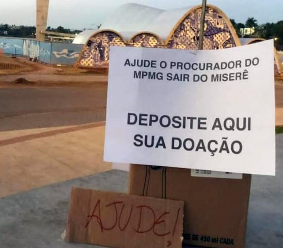 Caixa com pedido de doação 'Ajude o procurador do MPMG sair do miserê' critica reclamação de salário de R$ 24 mil — Foto: Reprodução/Redes Sociais