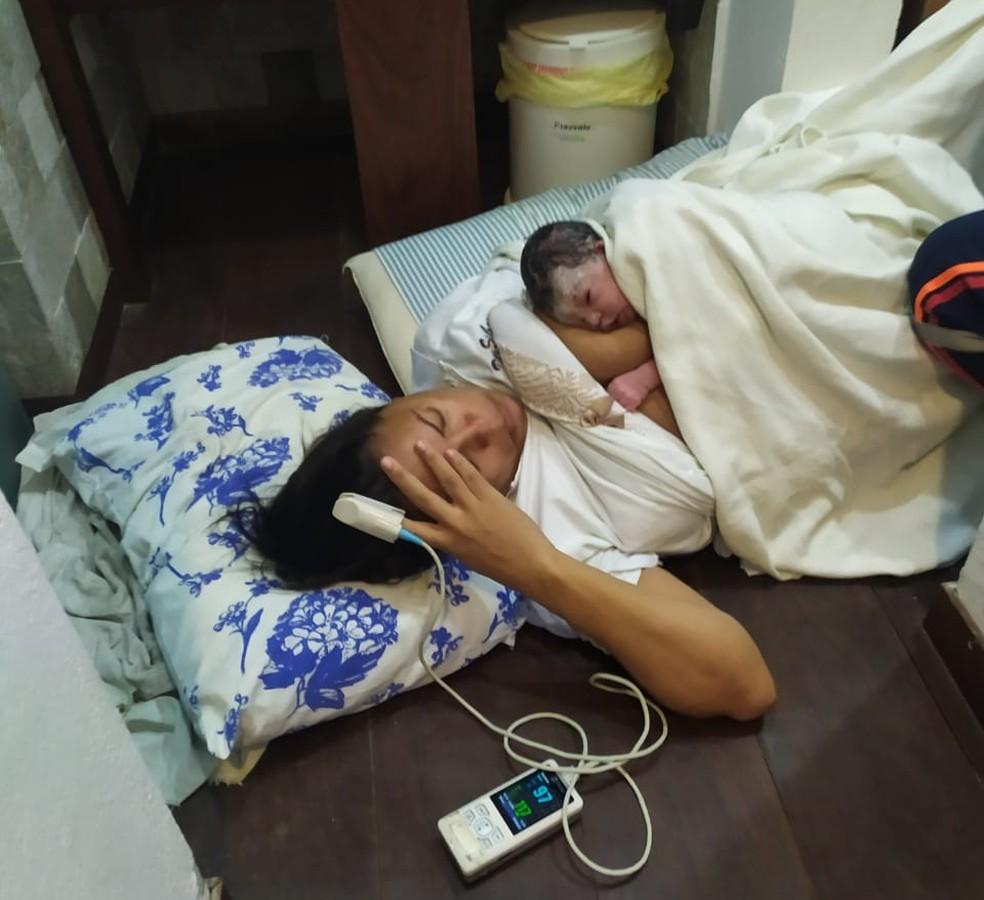 Mulher dá à luz menina em banheiro de restaurante de Natal — Foto: Cedida