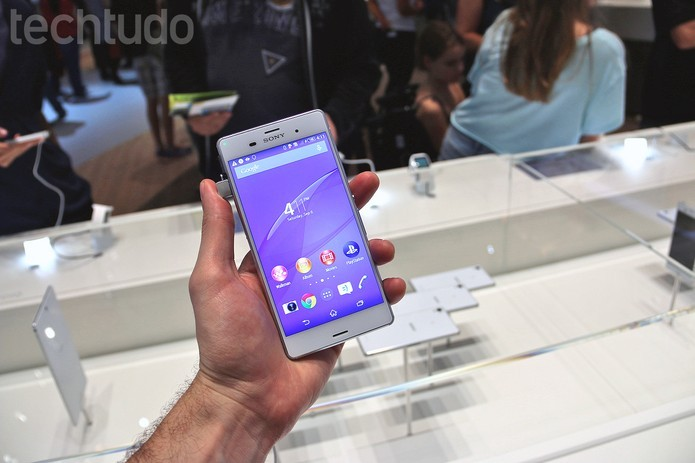 Xperia Z3 apresenta hardware poderoso equivalente ao Moto Maxx (Foto: Fabricio Vitorino/TechTudo)