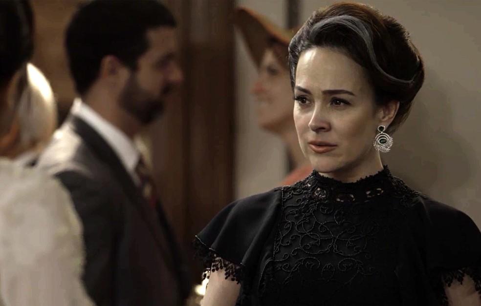 Julieta desconfia de passado de Susana (Foto: TV Globo)
