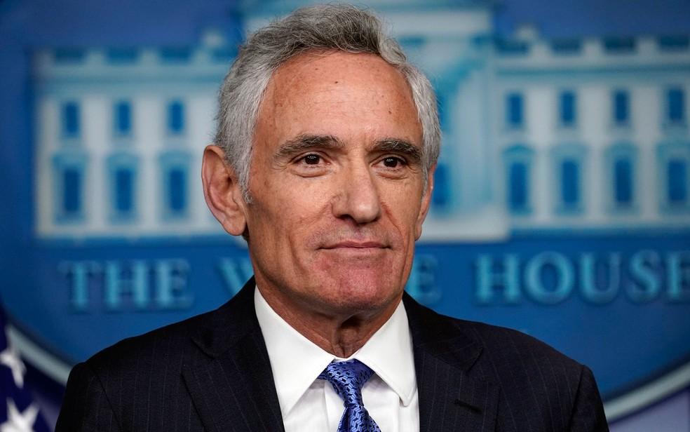 O conselheiro da Casa Branca para coronavírus, Scott Atlas, durante coletiva de imprensa em 23 de setembro — Foto: AP Photo/Evan Vucci
