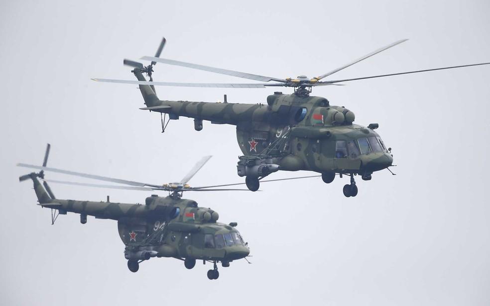 Helicópteros Mi-8, iguais aos modelo que caiu na Sibéria (Foto: Vasily Fedosenko / Reuters)