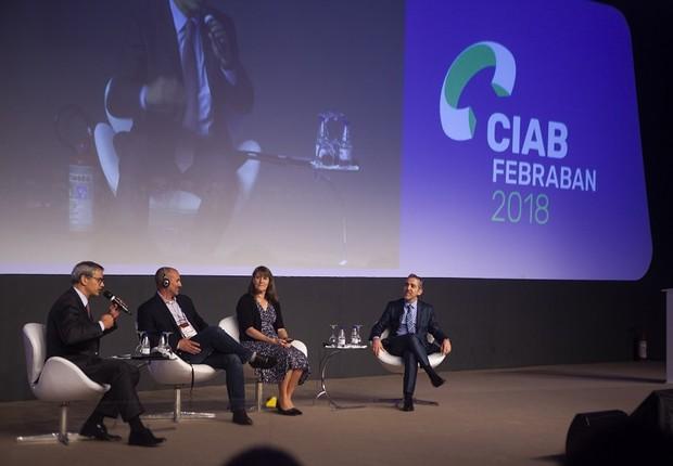 Marie Wieck, da IBM, Neil Hiltz, do Facebook, Sergio Biagini, da Deloitte, e Marcelo Frontini, do Banco Bradesco, durante painel no CIAB, da Febraban (Foto: Divulgação)
