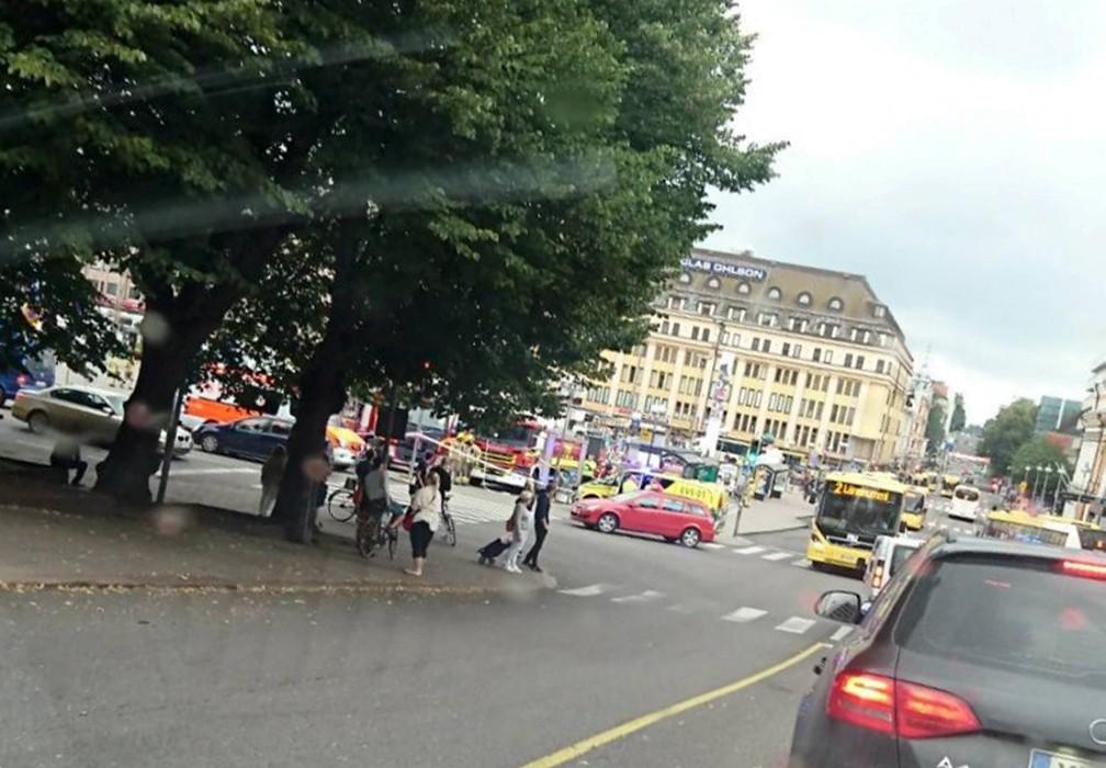 Ataque ocorreu na principal praça de Turku (Foto: LEHTIKUVA via REUTERS)