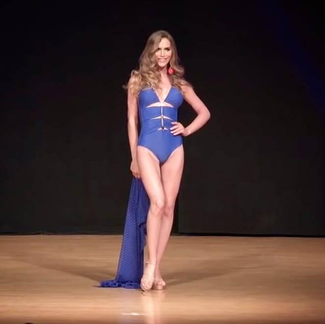 Angela Ponce, em premiação do Miss Espanha (Foto: Divulgação, Facebook)
