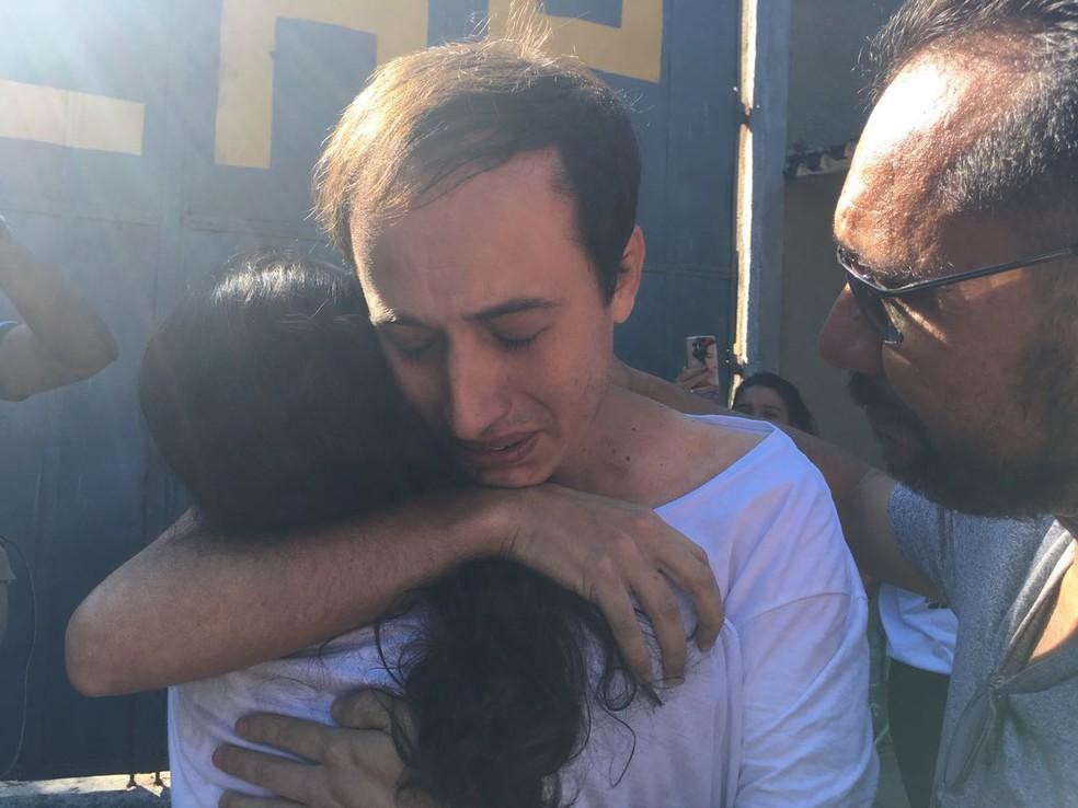 Leandro Luiz do Livramento  deixa a prisão no início da tarde desta sexta-feira (4) (Foto: Patricia Teixeira/G1)