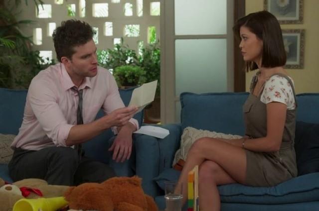 Alan (Thiago Fragoso) e Kyra (Vitória Strada) (Foto: TV Globo)