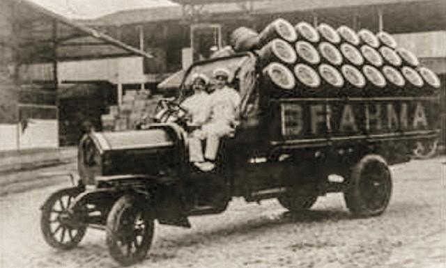 Por ocasião da fusão, a Brahma valia R$ 3,7 bilhões. Na foto, caminhão de entrega de chope da empresa, nos anos 20  (Foto:  Divulgação)