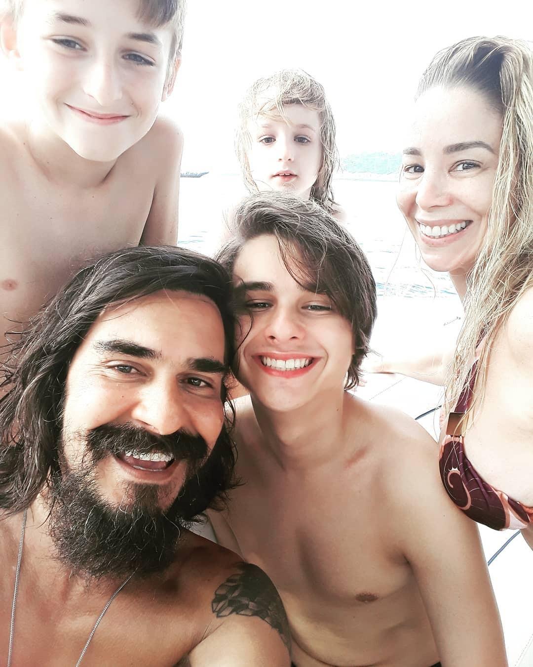 André Gonçalves, Danielle Winits e filhos (Foto: Reprodução Instagram)
