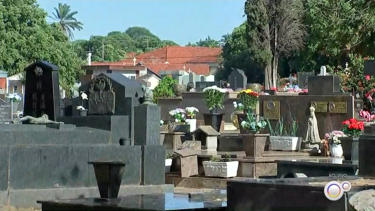 Cemitérios de Rio Preto e Araçatuba têm movimento neste Dia de Finados