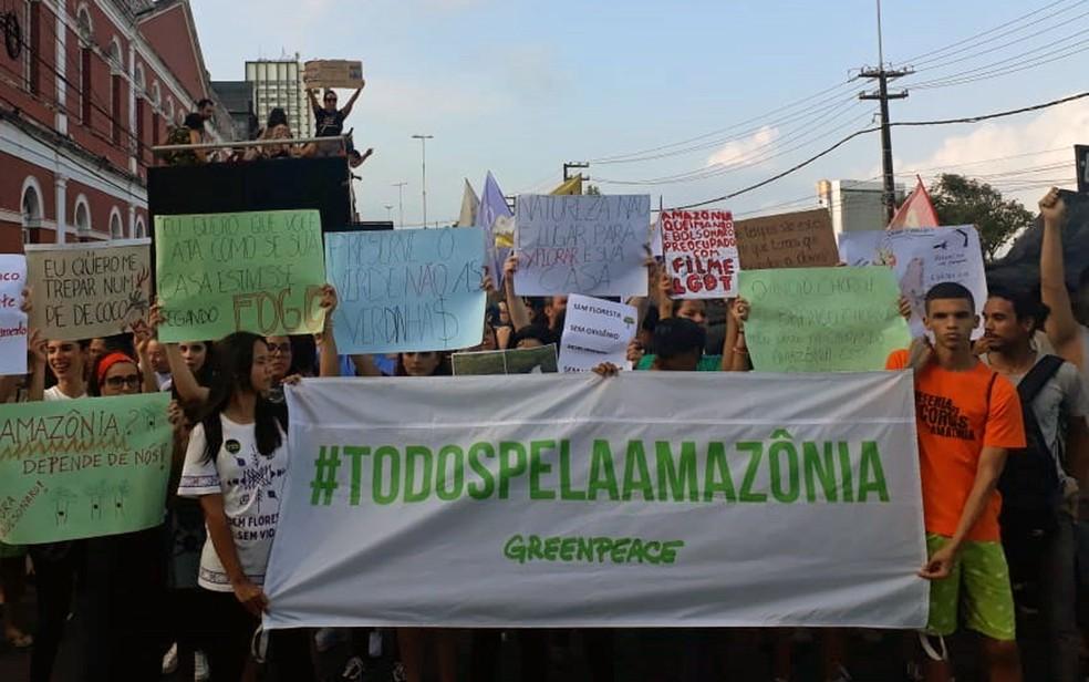 Protesto em defesa da Amazônia tomou ruas no Recife — Foto: Bianka Carvalho/TV Globo