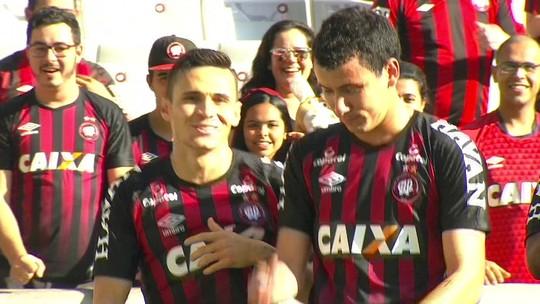 Atlético-PR faz 3 a 0 e deixa o Paraná mais perto da Série B; veja os gols