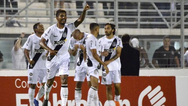 Bruno Reis comemora o primeiro gol da Ponte Preta