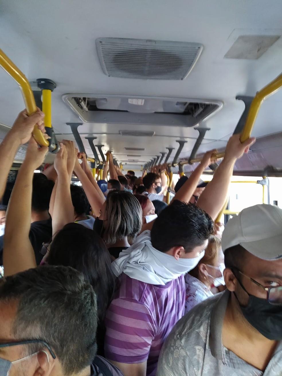 Passageiro registrou lotação em ônibus de Fortaleza em 25 de maio de 2020 — Foto: Arquivo pessoal
