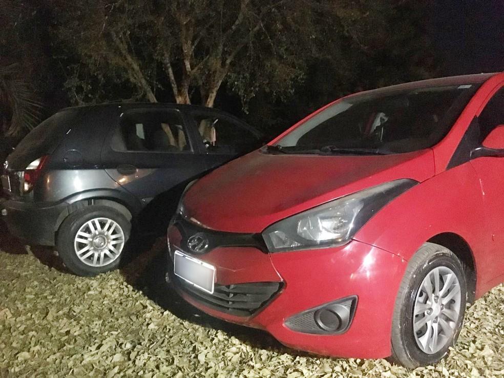 Grupo usava dois carros com placas de São Paulo (SP) (Foto: Gabriel Tibaldo/G1)