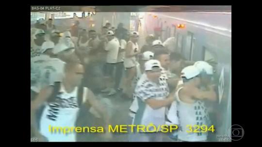 Justiça condena 15 torcedores de Corinthians e Palmeiras por briga em estação do metrô em 2016