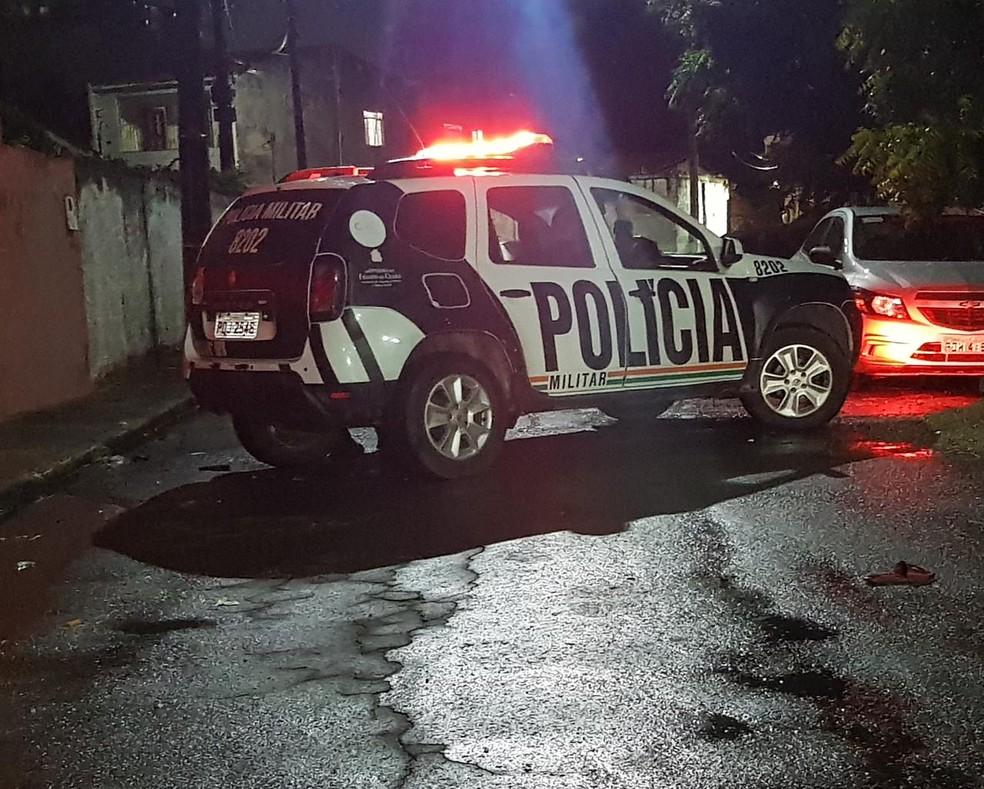 Homicídio aconteceu na Rua Pescador Jerônimo, em Fortaleza — Foto: Rafaela Duarte