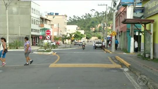 Homem é morto a tiros e jovem é baleado em Porto Real, RJ