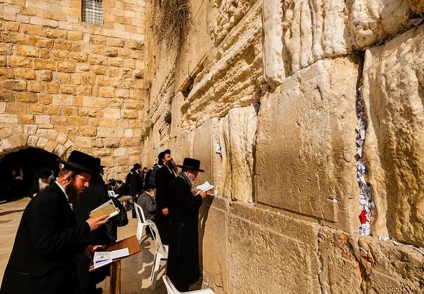 Israel autoriza homens e mulheres a orar juntos no Muro das Lamentações -  �?poca Negócios | Mundo