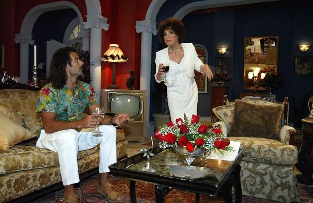 """Estreia desta segunda-feira, 7, no Globoplay, """"Kubanacan"""" bateu o recorde de participações especiais numa novela: foram mais de 90. Entre os atores, Regina Duarte, que foi a mãe do protagonista (Foto: TV Globo)"""