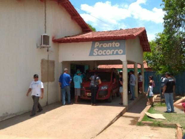 Vítimas de desabamento chegam a hospital em Pedro Afonso (Foto: Divulgação)