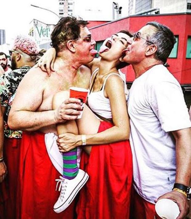 Maria Casadevall no Carnaval de rua (Foto: Reprodução/Instagram)