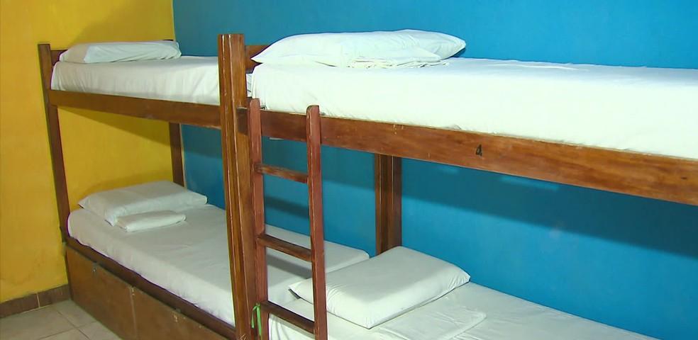 Quantidade de camas de quartos coletivos de hostel no Recife foi reduzida para evitar disseminação da Covid-19 — Foto: Reprodução/TV Globo