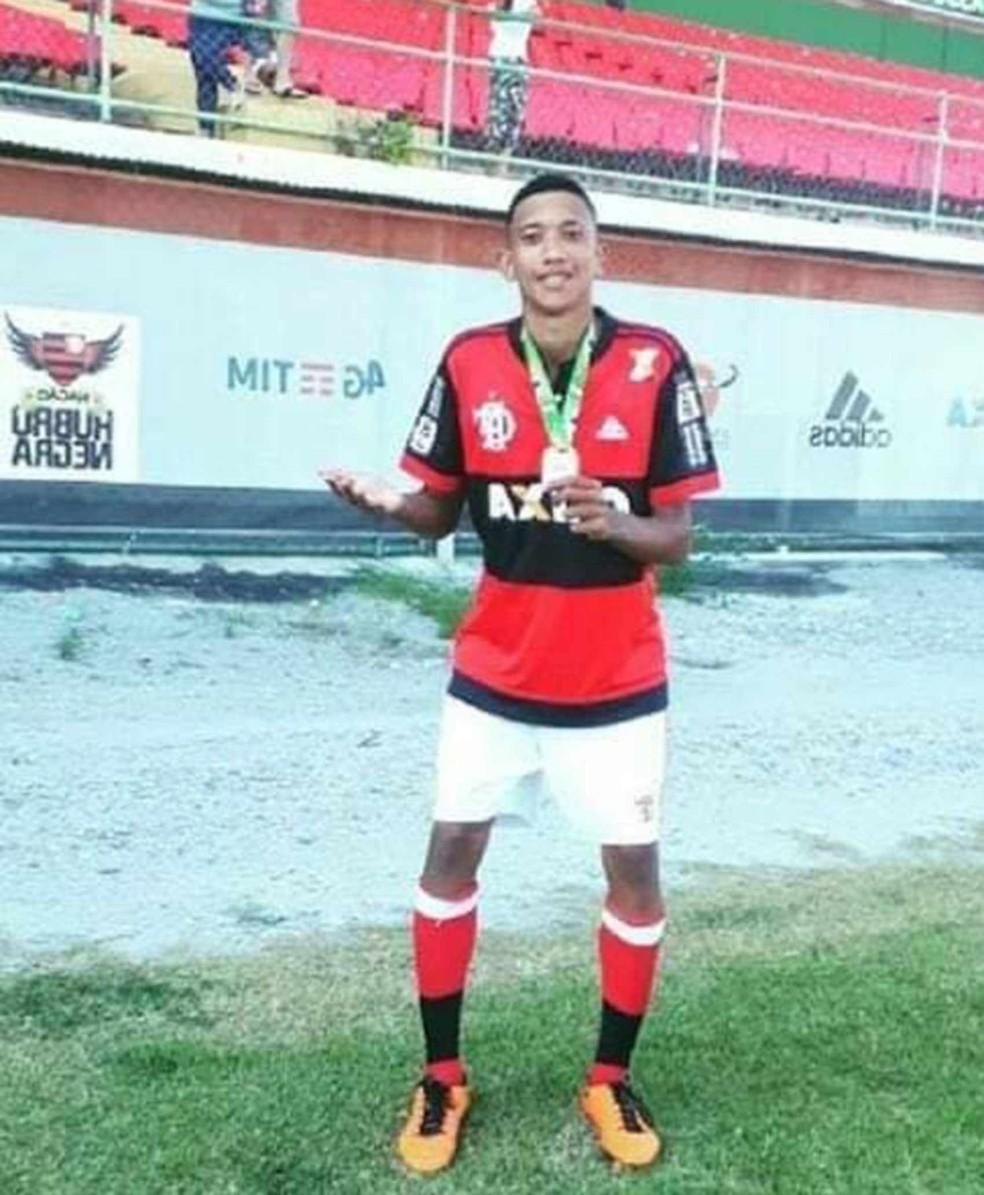 Athila Paixão, jogador de base do Flamengo — Foto: Reprodução/Facebook