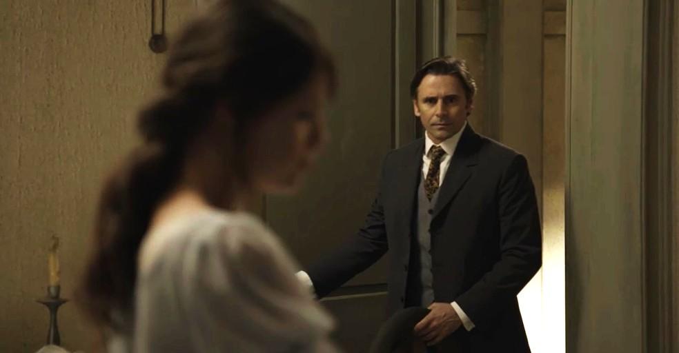 Jorge vai até o cortiço para falar com Ema (Foto: TV Globo)