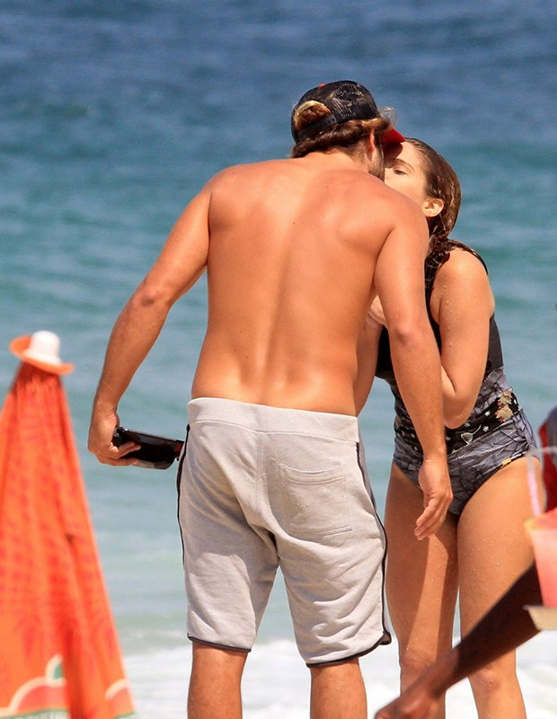 Isabella Santoni e o namorado, Caio (Foto: Jc Pereira/ AgNews)