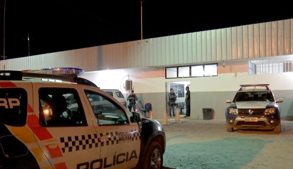 Suspeito está preso na Central de Flagrantes de Cuiabá — Foto: TVCA/Reprodução