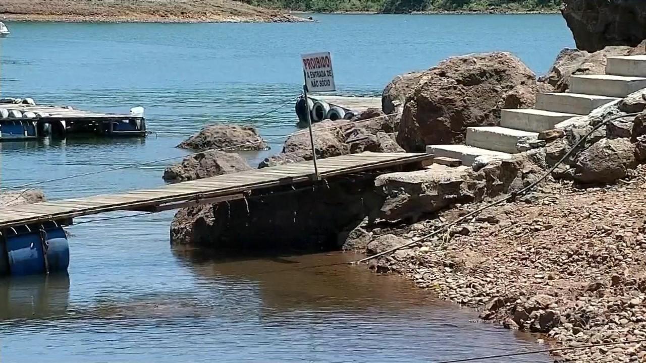 Estiagem reduz nível de represa de usina hidrelétrica de Chavantes e afeta o turismo