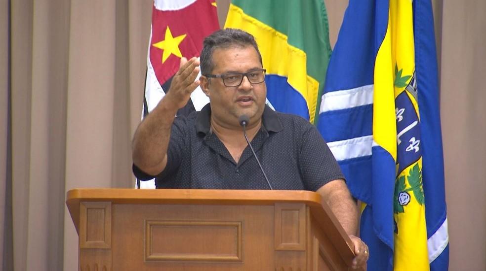 """Na audiência pública, o secretário de Obras Marco Antônio das Neves admitiu problemas no sistema: """"Não está bom"""" — Foto: TV TEM/Reprodução"""