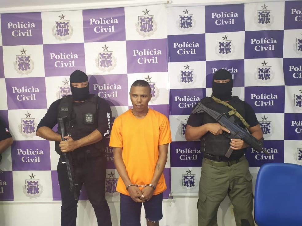 Suspeito de participar do assassinato de 4 motoristas de app em Salvador é apresentado — Foto: Maiana Belo/G1 Bahia